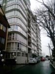 Замечательная квартира-студия 35 кв.м,  в центральной части Сочи в цокольном этаже высотного дома. П